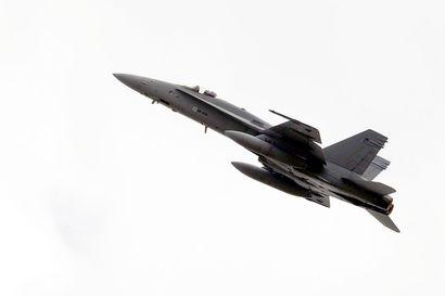 Hornetin laskutelineissä epäilty vika aiheutti onnettomuuteen varautumisen Rovaniemellä, kone laskeutui onnistuneesti