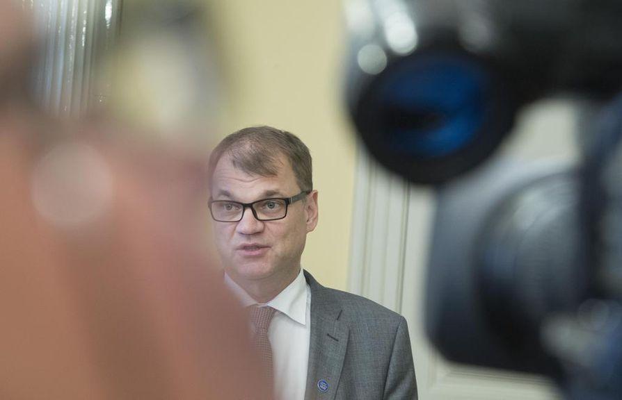 Pääministeri Juha Sipilä (kesk.) vahvistaa, että maakuntavaalien ajankohta lykkääntyy hieman lokakuusta.