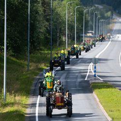 Zetorit tulivat Kuusamoon moottorit papattaen, vaikkakin viimeinen saapui paikalle työntämällä – katso kuvat kokoontumisajon saapumisesta Kuusamoon