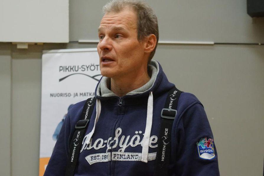 Hotellin johtaja Juha Kuukasjärvi kertoi hotellin tilanteesta tiedotustilaisuudessa.