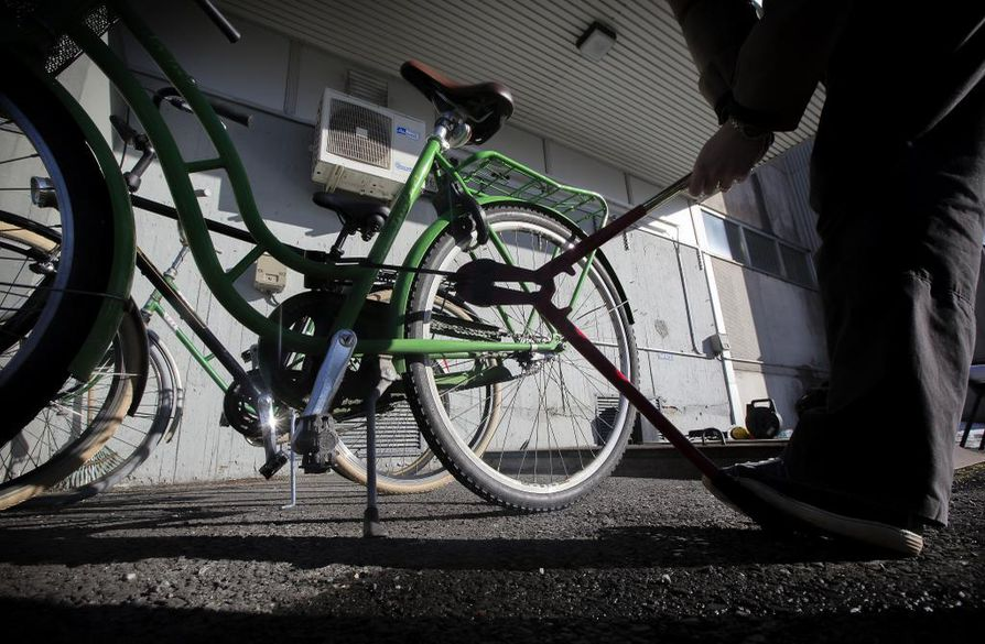 Rikosylikomisario Markus Kiiskisen mukaan polkupyörävarkauksien määrässä näkyvät Oulun maine polkupyöräkaupunkina, pyörien suuri määrä sekä huumausaineongelmat.