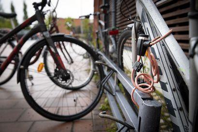 Oulun koulujen pihoilta on tänäkin syksynä varastettu polkupyöriä – selvitimme, miten pyörien turvallisuutta valvotaan koulujen pihoilla