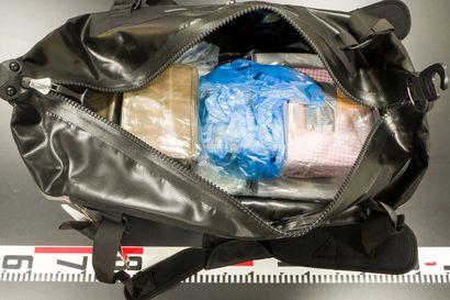 Poliisi selvittää Suomen suurinta kokaiinitakavarikkoa muun muassa Yhdysvaltain huumepoliisin kanssa, 150 kilon erästä ainakin osa oli vain läpikulkumatkalla