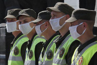 """Tutkija: Suomi myy Ukrainalle vain """"tarpeeksi harmittomia"""" puolustustarvikkeita, ulkoministeriön mukaan Ukrainaa kohdellaan samoin kuin muitakin"""