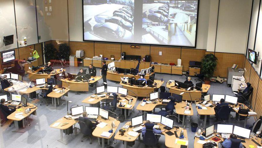Oulun hätäkeskus ottaa torstaina käyttöön uuden Erica-hätäkeskustietojärjestelmän ensimmäisenä Suomessa. Kuva on vuodelta 2012.