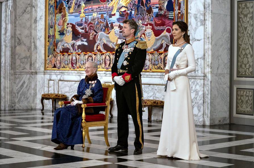 Moderneista ajatuksistaan tunnettu Tanskan kuningatar Margareeta osallistui tammikuun alussa diplomaattipäivällisille kruununprinssi Frederikin ja kruununprinsessa Maryn kanssa. Kuningattaren puoliso prinssi Henrik kuoli vajaat kaksi vuotta sitten.