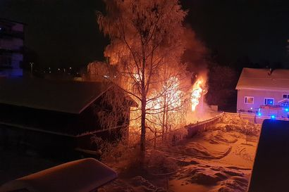 Palanen historiallista puu-Kemiä katosi yöllä – yli satavuotias ajuri Pajalan talo tuhoutui palossa