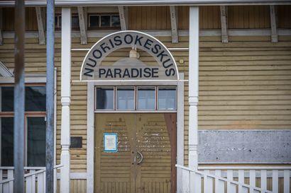 Palon koulusta Paradiseen?