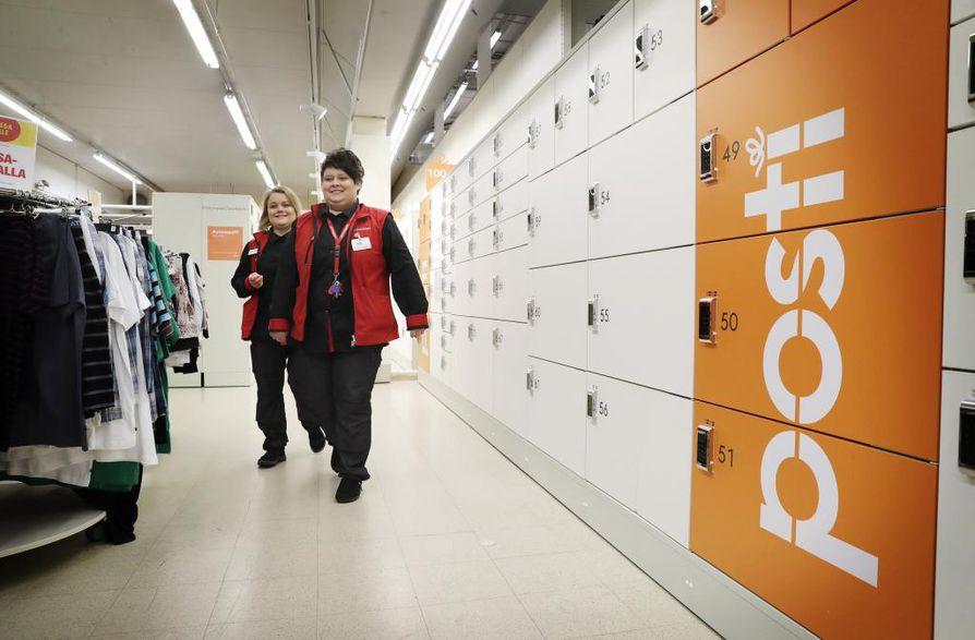 Postin Smartpost-lokerikot ovat K-Citymarketin alakerrassa, jonne päästäkseen on kuljettava kaupan ja kassojen läpi.