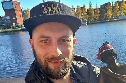 """Tuore pesäpallomestari Joonas Eirola kertoo joukkueen saaneen lisää virtaa """"ostoporukka""""-puheista: """"Ostamalla on ennenkin tehty kulttuureja"""""""
