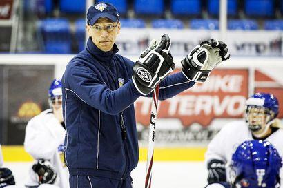 Suomen naisten jääkiekkomaajoukkueen MM-matka pysähtyi lähtöä edeltävänä iltana