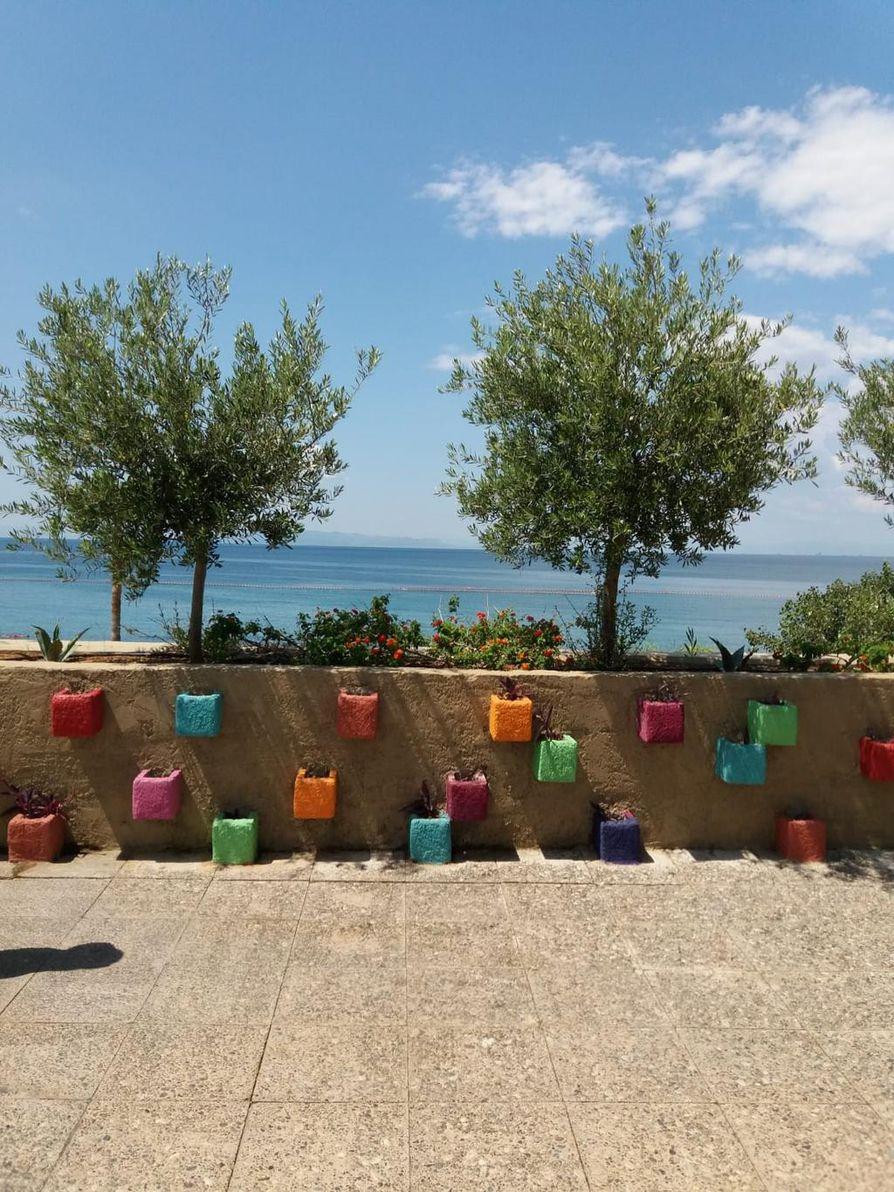 Ateenassa on useita rantoja ja kaupungista voi tehdä risteilyjä lähisaariin.