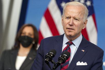 Media: Biden julistamassa uusia määräyksiä aseväkivallan hillitsemiseksi Yhdysvalloissa