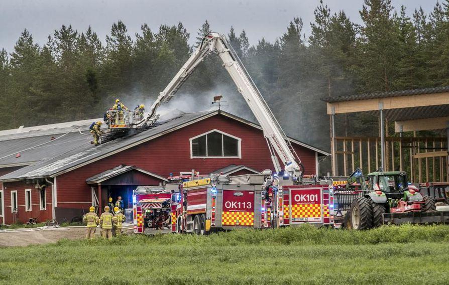 Palo oli saanut alkunsa rakennuksen toisen päädyn teknisestä tilasta.