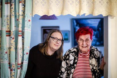 Syvä ystävyys näkyy keskusteluissa –rovaniemeläiset Heli Vähäkangas ja Leila Uutela löysivät toisensa SPR:n ystävätoiminnan kautta
