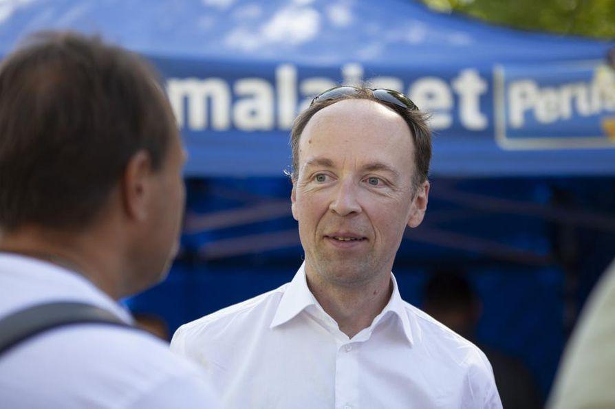 Jussi Halla-ahon johtamat perussuomalaiset lisäsivät eniten kannatustaan Ylen kuukausittaisessa kyselyssä.
