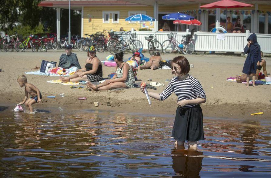 Uimavesien lämpötilat ovat nyt kohdallaan. Tuiran rannassa vesi oli viileintä, mutta lämpötila oli silti 19 astetta.