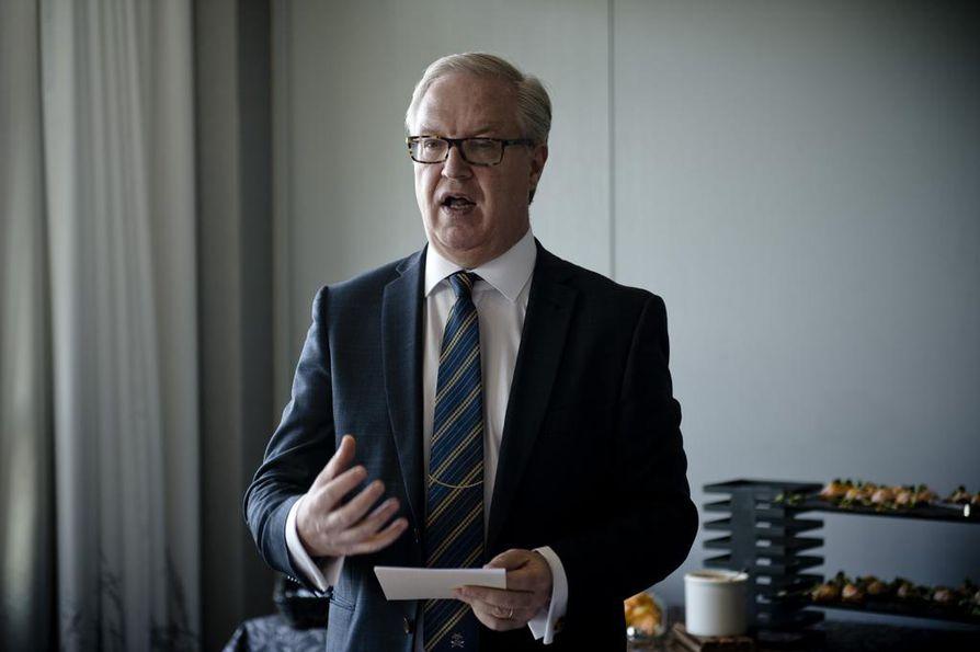 Miten saamme suomalaisen politiikan ymmärtämään sen, että hallintoedustus on hyvä, eikä huono asia yrityksille. Saksaa voidaan pitää eurooppalaisen teollisuuden veturina. Jos hallintoedustus koetaan siellä myönteisenä uudistuksena, niin miksi ihmeessä ei meillä, Akavan puheenjohtaja Sture Fjäder toteaa.