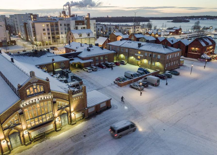 Oulu ja Tampere ovat olleet työttömille houkuttelevia kaupunkeja. Kuva Oulun kauppatorilta.
