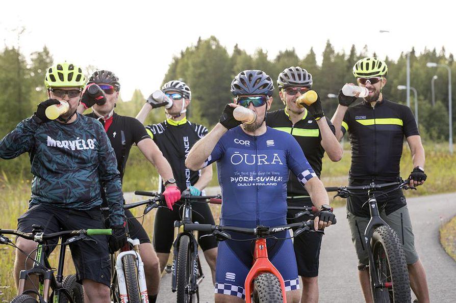 Facebook-ryhmän kautta koottu maastopyöräilijöiden porukka kehuu Liikuntamaan pyöräreittejä vaihteleviksi ja tasokkaiksi.