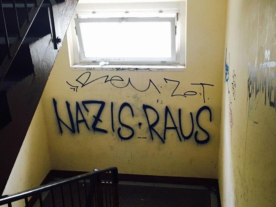 BBC:n dokumentti kertoo, miten ja miksi natsimenneisyys nostaa rumaa päätään Saksassa. Uusnatseja kannatetaan ja vastustetaan varsinkin maan itäosissa. Sama pätee maahanmuuttajien sijoittumiseen alueen kaupunkeihin.