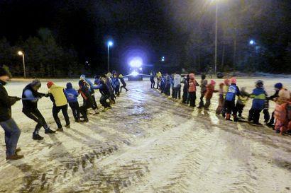Limingan Niittomiesten hiihtokoulussa osataa pitää hauskaa – epävakainen talvisää ei toimintaa pääse estämään, sillä uusia ideoita riittää