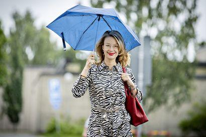 """100 miljoonan tuliaisten kanssa Ouluun matkannut Eurooppa-ministeri Tytti Tuppurainen (sd.) iloitsee sovusta ja vahvasta EU:sta –""""Yksittäisen jäsenmaan vastuut on nyt poikkeuksellisen selvärajaisesti määritelty"""""""