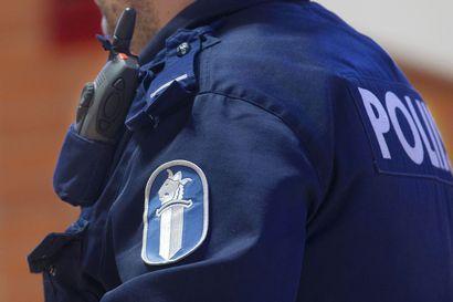 Kaupasta ostoksia maksamatta vienyt pariskunta kaahasi poliisia pakoon Inarissa