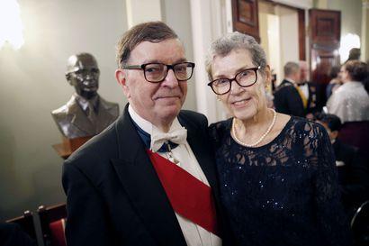 Paavo Väyrynen juhli puolisonsa kanssa välivuoden jälkeen