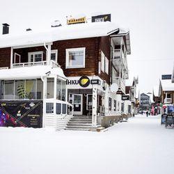"""Levin Bar Ihku sulkee ovensa ja Tunturiviihde Oy aloittaa yt-neuvottelut – """"Ravintola-ala ei voi siirtyä kotiin etätöihin nauttimaan kuukausipalkkaa ja huutelemaan muulle maailmalle ruudun takaa"""""""