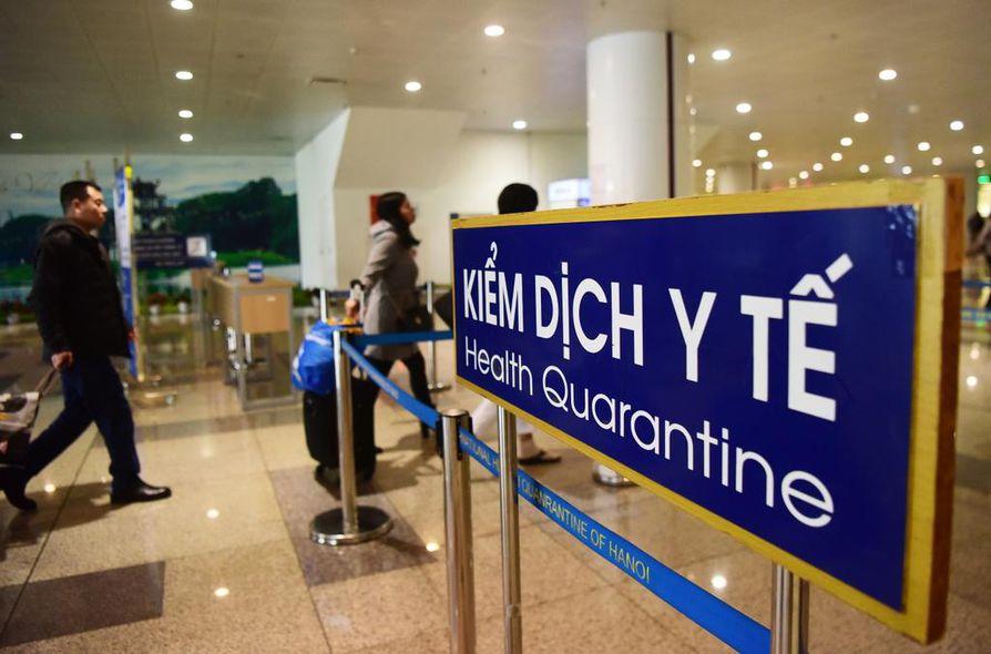 Koronavirus on vienyt Kiinan terveysviranomaisten mukaan jo kuuden ihmisen hengen Aasian jättivaltiossa. Terveysasiat ovat esillä myös Hanoin kansainvälisellä lentokentällä Vietnamissa.