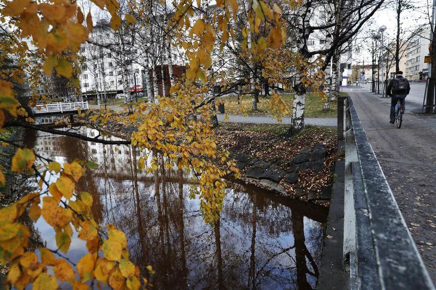 Kaupunginojalla eli Plaanaojalla on keskeinen merkitys Oulun kaupunkikuvassa.