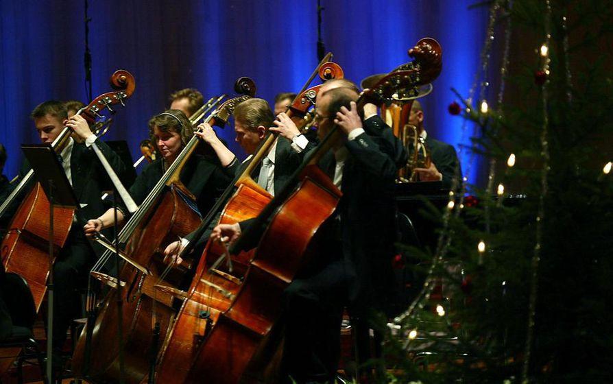 Itsenäisyyden kansalaisjuhlat olivat Madetojan salilla erittäin suosittuja silloin, kun niitä järjestettiin vuoteen 2016 saakka. Kohokohta oli Oulu Sinfonian esittämän Finlandia. Näin sitä soitettiin vuoden 2003 juhlassa.