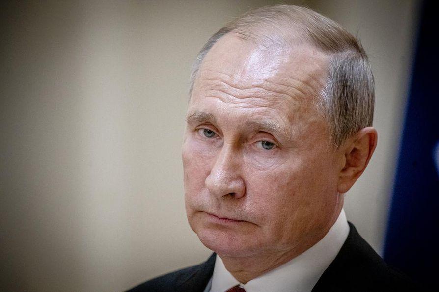 Vladimir Putin kehui Helsingin vastaanottoa lämpimäksi. Venäjän presidentin oma ilme viileni, kun suomalaismedia kysyi Euroopan neuvoston maalle kuuluvien ihmisoikeuksien noudattamisesta.