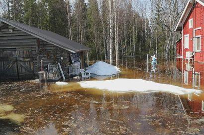 Jääpato uhkaa taloja Sinetässä