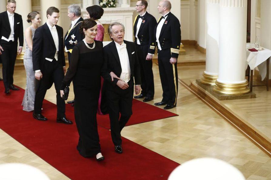Teppo ja Varpu Ruohonen olivat kättelyvuorossa heti Matti ja Anne Ruohosen jälkeen.