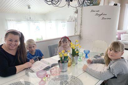 """""""Kodin ei tarvitse muuttua sirkushuvitoimistoksi"""" – Kaakamolainen seitsemän lapsen äiti pitää korona-arjestaan blogia, jonka tarkoitus on tarjota vertaistukea"""