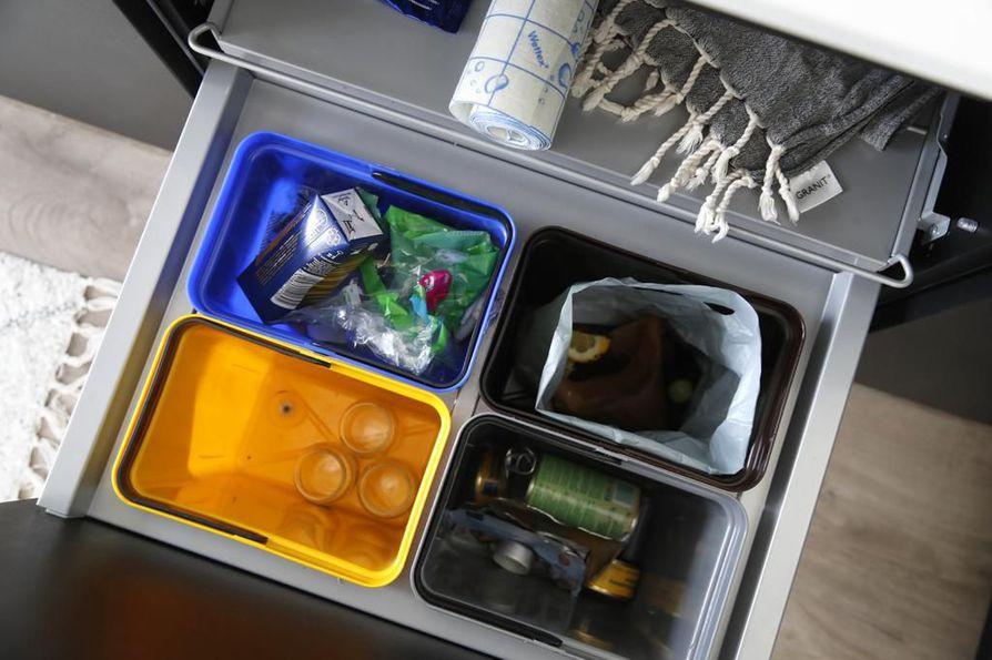 Jos roska on pakkaus ja se on muovia, sen voi yleensä laittaa muovinkeräykseen.