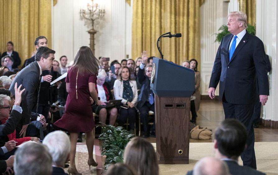 Donald Trump piti lehdistötilaisuuden Valkoisessa talossa. Tuolloin hän sanoi, ettei ole erottamassa erikoissyyttäjä Robert Muelleria, mutta vihjasi kuitenkin voivansa tehdä sen milloin tahansa.