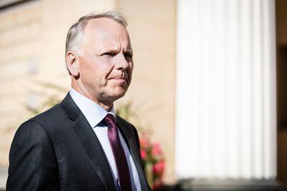 """Vesilintujen ravintohoukuttimia ei kielletä vielä tänä syksynä – ministeri: """"Kielto tulee voimaan vuodenvaihteessa"""""""