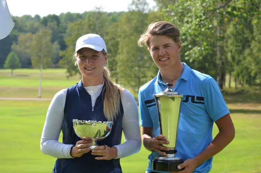 Erkko Trophyn voittajat Kiira Riihijärvi ja Eemil Alajärvi.