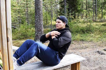 Meri-Lapin ulkoliikuntapaikat houkuttelevat kuntoilemaan: Joel Niemelä näyttää, miten ulkona voi treenata