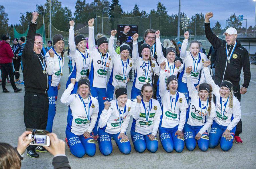 Lipottaret juhli tyttöjen Suomen mestaruutta Kajaanissa torstaina.