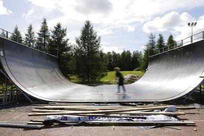 Oulun Rullalautailijat ry kielsi skuuttaamisen kunnostamallaan skeittirampilla Hintassa – skuuttajia päätös suututtaa, somessa ramppi uhattiin jopa rikkoa