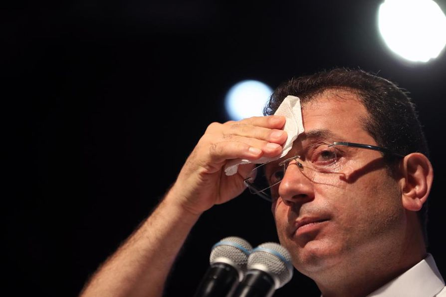 Turkin pääoppositiopuolue CHP:n ehdokas Ekrem İmamoğlu voitti hallituspuolueen ehdokkaan Istanbulin pormestarivaalissa maaliskuussa 13000 äänellä.
