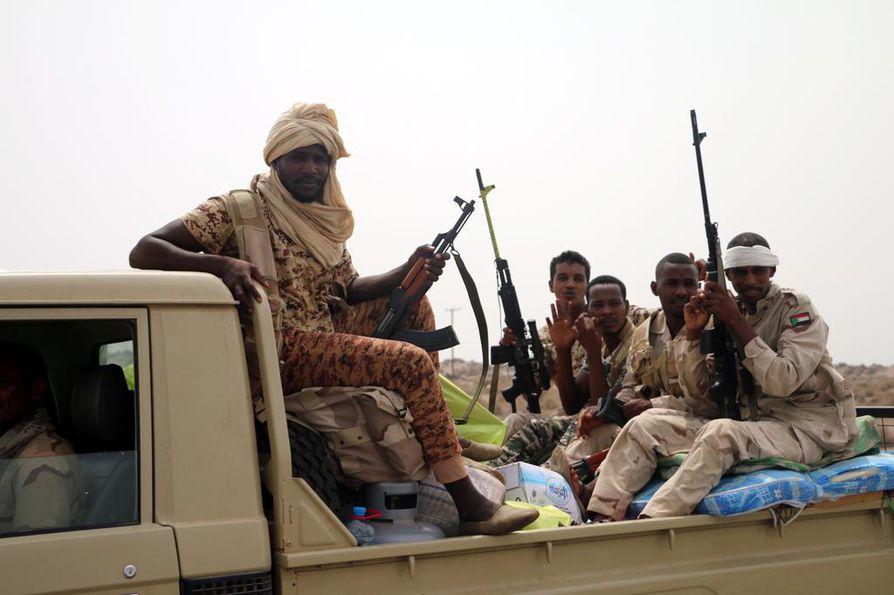 Saudi-Arabian johtamaan liittoumaan kuuluvat sudanilaiset taistelijat olivat valmiina hyökkäykseen Hodeidahin ulkopuolella tiistaina.