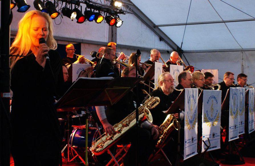 Settlement Big Band on Oulun vanhin toimiva Big Band. Sen historia juontaa juurensa aina 1980-luvulta saakka.