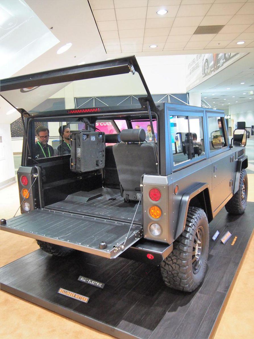 Bollinger B1 on maailman ensimmäinen täyssähköinen SUT-auto (sport utility truck). Tilauksia otetaan jo vastaan, mutta hinta on toistaiseksi avoin. Kulmikas kulkupeli painaa melkein kaksi tonnia. Muotoilu edustaa viivasuoraa ja tinkimätöntä militäärimeininkiä alkuperäisen Jeepin tapaan. Asiakastoimitukset kuulemma alkavat vuonna 2019.