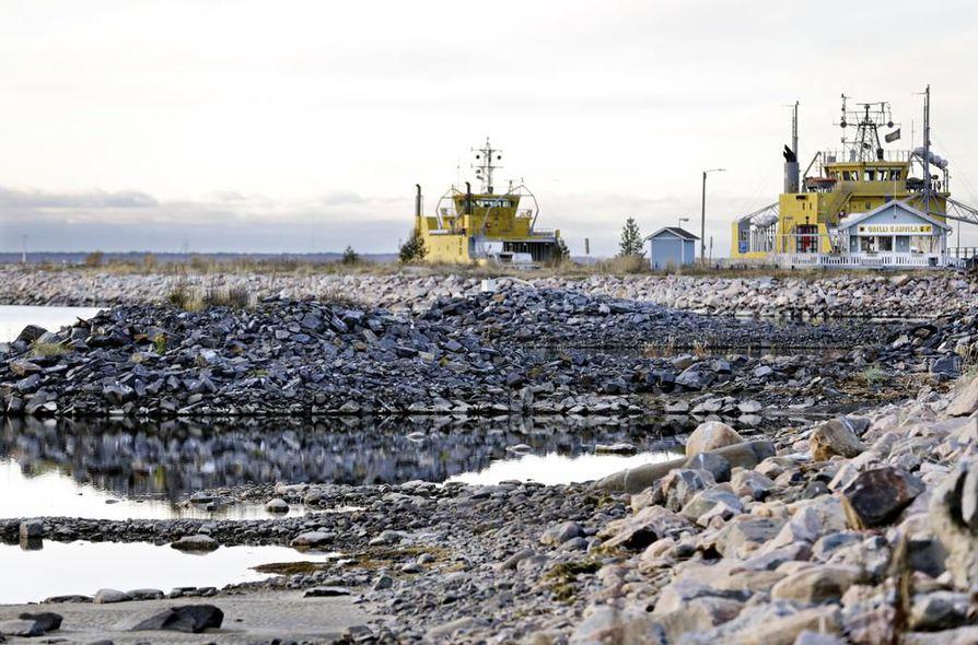 Uusi Hailuodon lautta maksaisi 15 miljoonaa euroa. Käyttökuluja kertyy 5,8 miljoonaa euroa vuodessa.