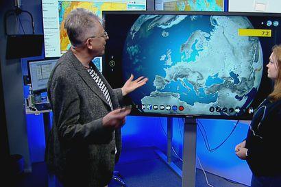 Pekka Pouta näyttää hyytävän kuukausiennusteen ja kertoo masentavia uutisia kesän säästä